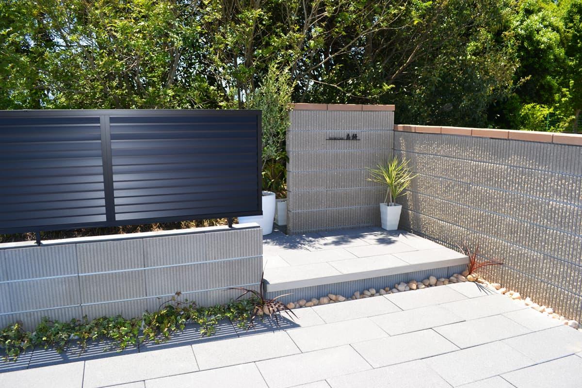 フェンス用ブロックタフト-ミルキーベージュとスレンダーリブ-ベージュ