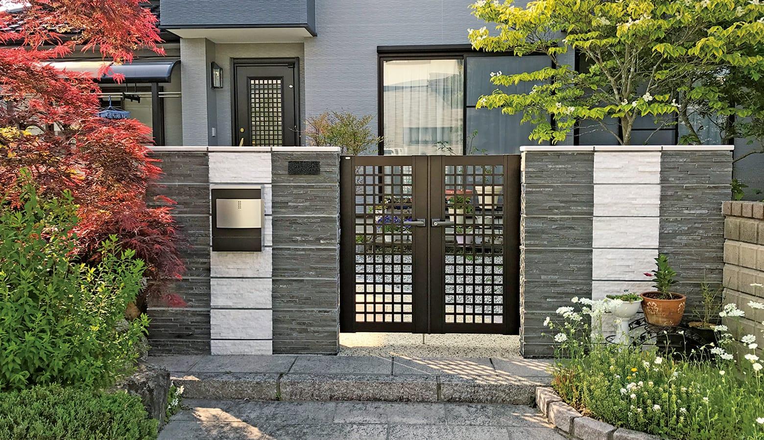 美しい植栽と相性の良い天然石の貼り付けブロック_コルジェボーダー