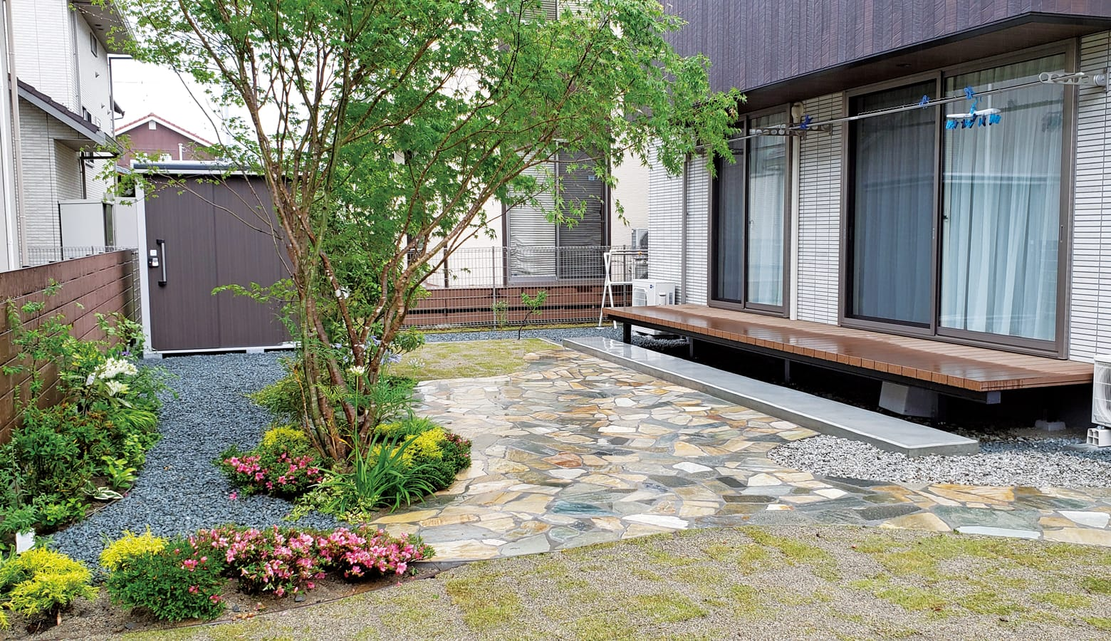 天然石と植栽をバランスよく配置したシェードガーデン_桂林乱形