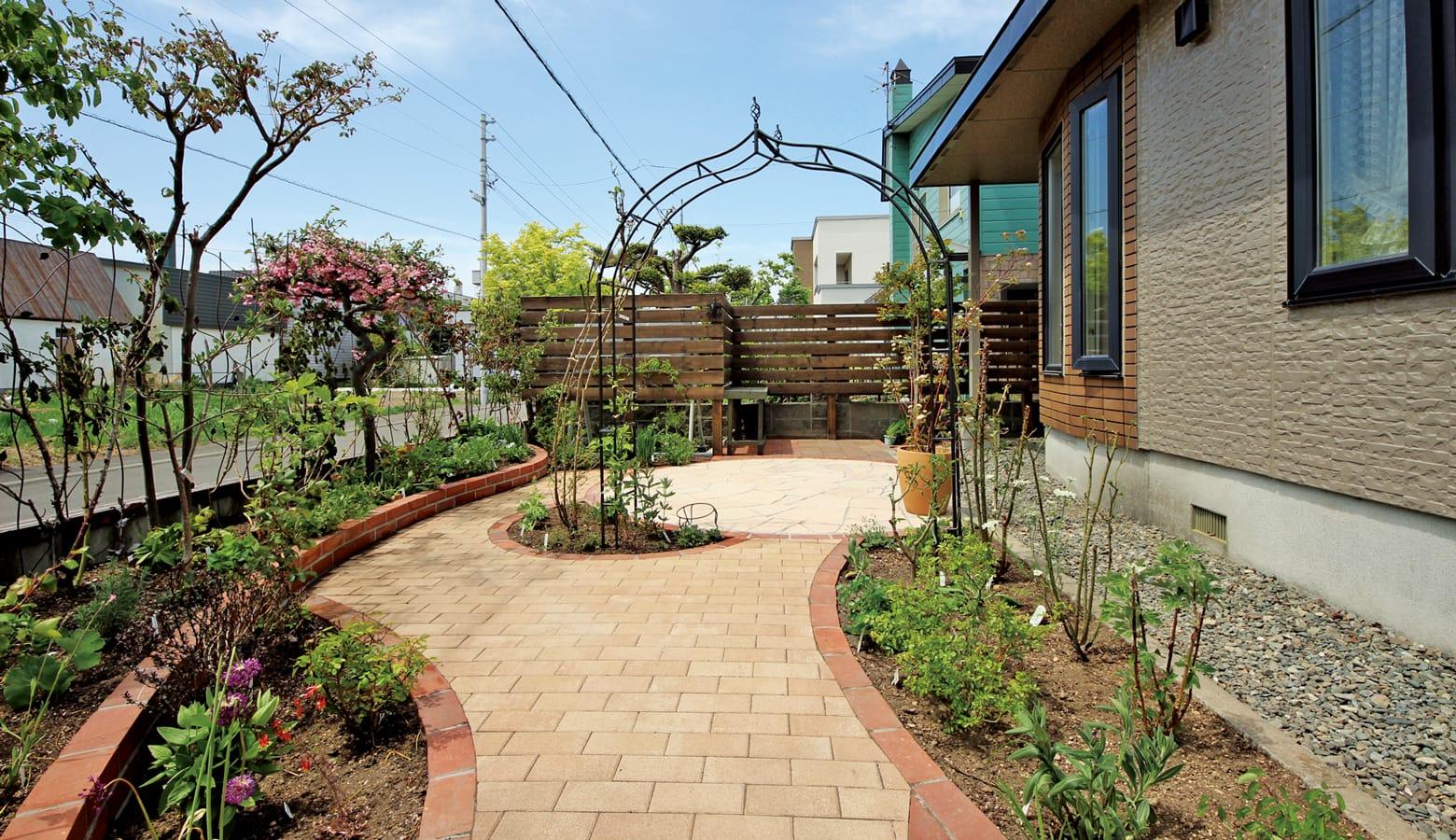 植栽を減らしすっきりとしたお庭にリガーデン