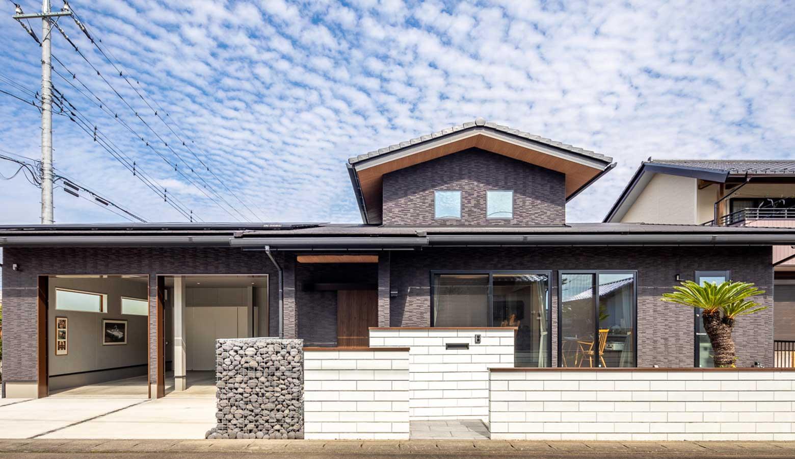 住宅とブロック塀ブリエの美しいコントラスト
