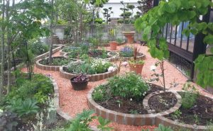 ロイヤルパイン・ブリックパインブラウンを使用したサークル花壇