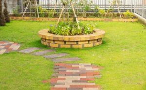 ロイヤルパイン・ブリックパインイエローを使用した花壇