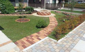 ロイヤルパイン・ブリックとロイヤルパイン・ペイバーを使用したお庭