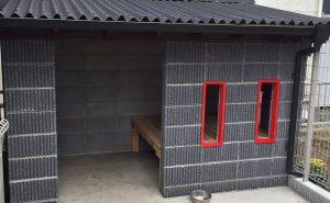 スレンダーリブのブラックを使用したワンちゃん専用ハウス