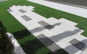 アクシア・コルソのミストホワイトとシルバーグレーを使用したお庭